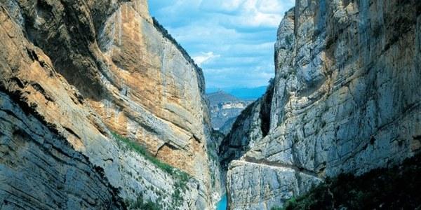 El congost de Mont-rebei a Àger (la Noguera), que amb Camarasa són les dos portes d'entrada al Geoparc pel sud.